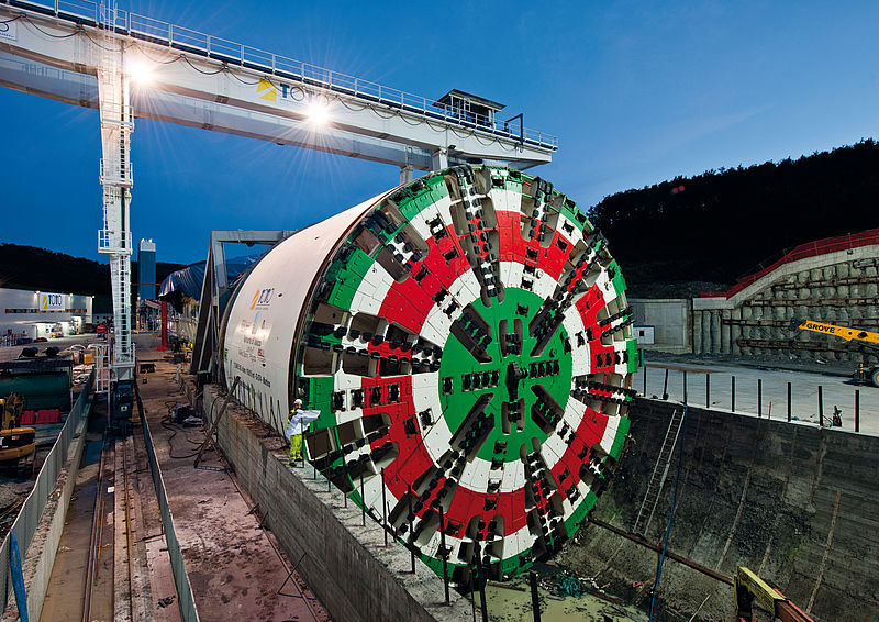 Jobsite assembly of the at that time world's largest TBM for the Sparvo road tunnel in Italy, EPB Shield, Ø 15,550 mm